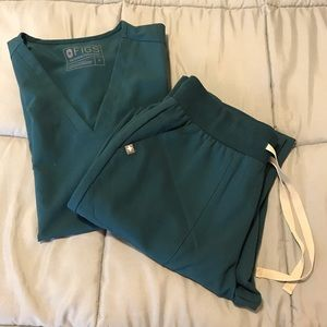FIGS women's Caribbean blue scrub set- SMALL